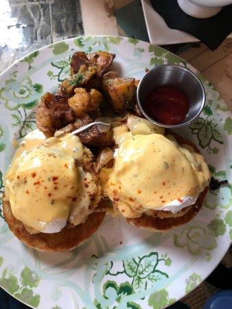 Northborough, MA: C'est La Vie Bistro on Main Street