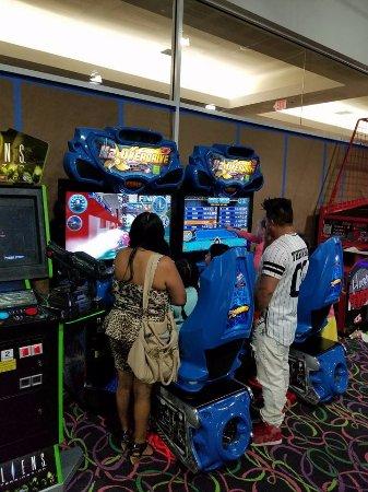 Spring Valley, NY: Arcades