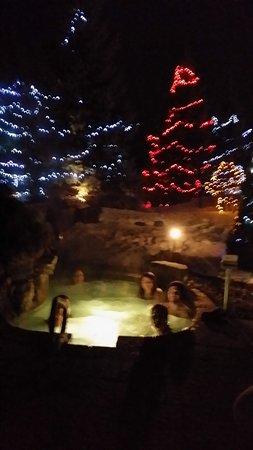 Becancour, Canada: Ma famille dans un des spas extérieurs.