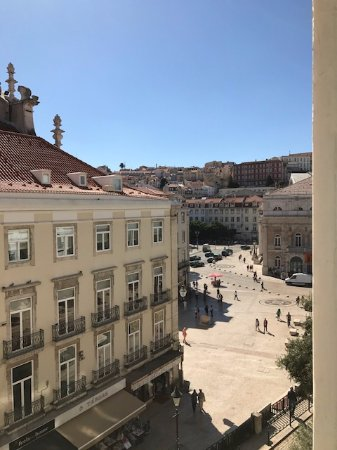 Lisbon Story Guesthouse: Outside/front of B&B