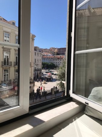 Lisbon Story Guesthouse: Restaurant across from B&B