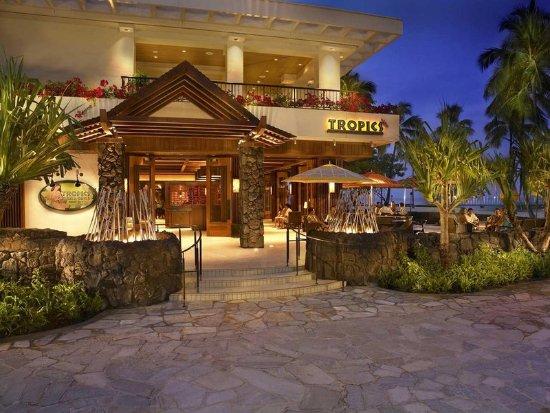 Hilton Hawaiian Village Waikiki Beach Resort: Tropics Bar and Grille