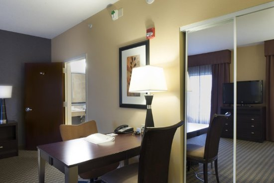 Hampton Inn & Suites Vineland: Room Desk