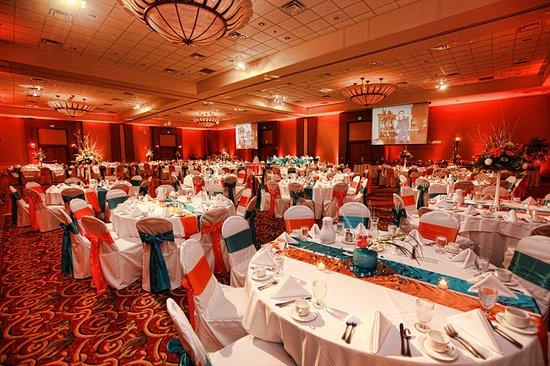 Bay City, MI: Grand Ballroom Wedding