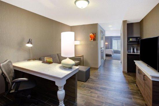 Chesterton, IN: King Jr Suite Living Room