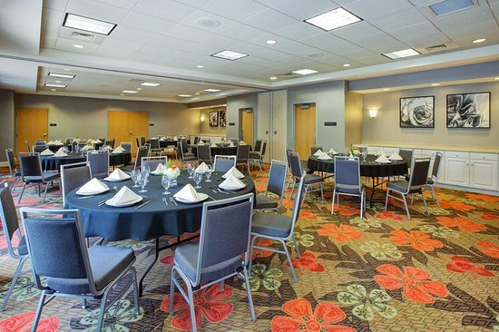Chesterton, IN: Meeting Room Banquet Setup