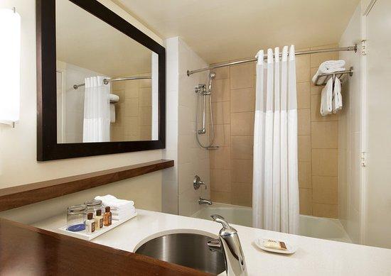 The Sheraton En Suite Bathroom: Sheraton Waikiki: 2017 Prices, Reviews & Photos (Hawaii