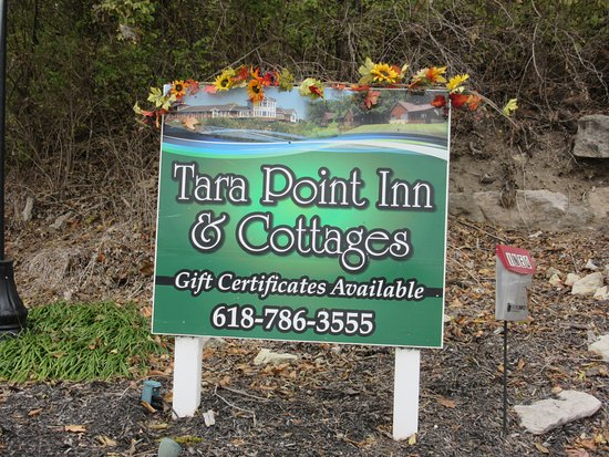 Tara Point Inn and Cottages: Tara Point Entry Road Sign (bottom of hill)