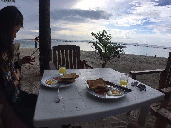 Fuana Inn: 一片海很棒