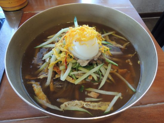 Чинджу, Южная Корея: [Naeng myeon] cold chewy noodle in [Hayeon ok]