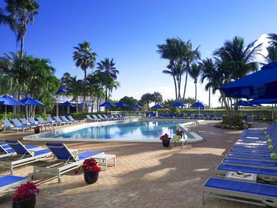 Four Points by Sheraton Miami Beach: Pool and Pool Sun Deck