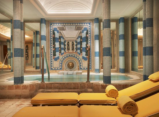 Sheraton Addis, a Luxury Collection Hotel: AQVA Club