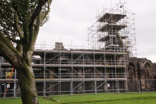 Maybole, UK: Extensive scaffolding