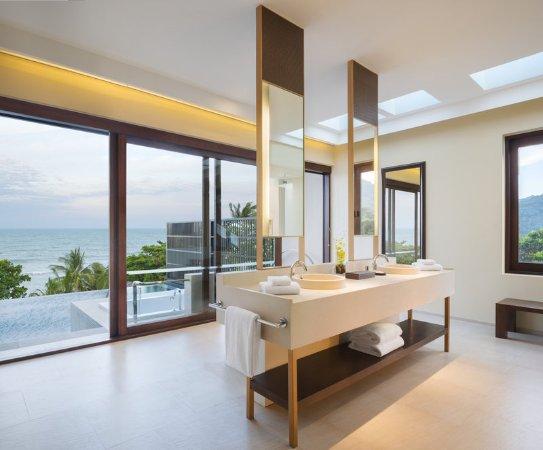Vana Belle, A Luxury Collection Resort, Koh Samui: Ocean View Pool Suite Bathroom