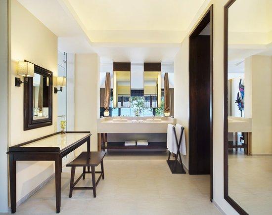 Vana Belle, A Luxury Collection Resort, Koh Samui: Tropical Pool Villa Bathroom