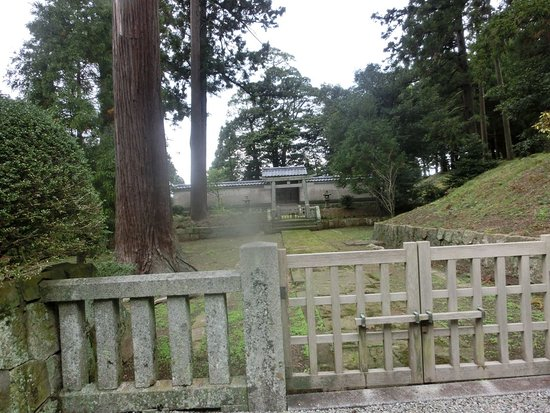 Gotoba-Emperor Cremain Mound