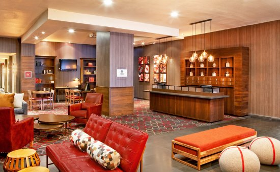 Four Points by Sheraton Las Vegas East Flamingo: Lobby Overview