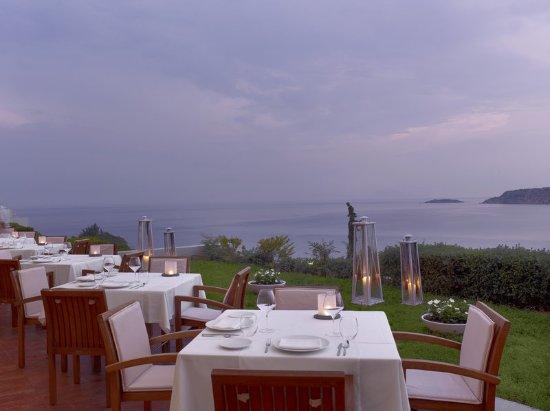 The Westin Athens Astir Palace Beach Resort: Galazia Hytra Restaurant