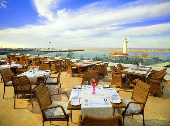 Outdoor pool sheraton grand samsun hotel samsun resmi for Terrace 33 menu