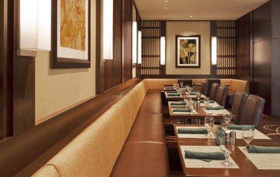 Sheraton Indianapolis Hotel at Keystone Crossing : Restaurant