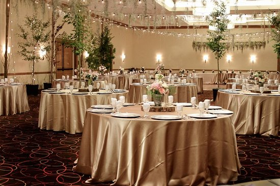 DoubleTree by Hilton Grand Junction: Customized Decor for your Grand Junction Wedding