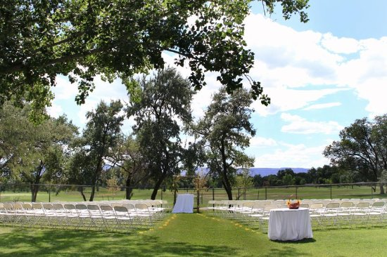DoubleTree by Hilton Grand Junction: Grand Junction Outdoor Wedding