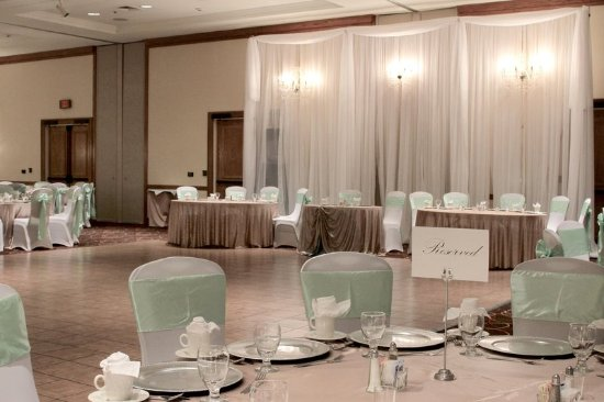 DoubleTree by Hilton Grand Junction: Wedding Decor in our Ballroom Space