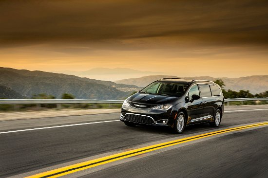 Dedham, Массачусетс: 2017 Chrysler Pacifica