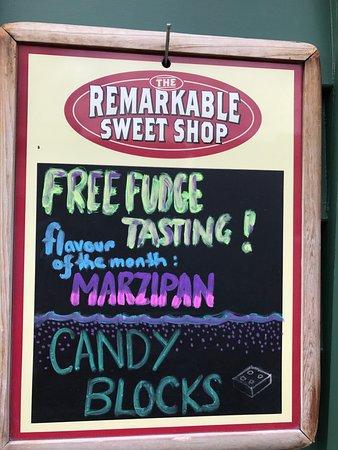 The Remarkable Sweet Shop - Arrowtown Shop: signage