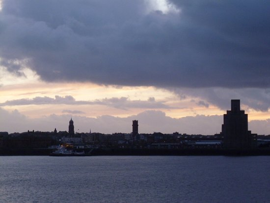 Tate Liverpool: Location - alongside the Mersey