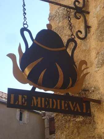 La Couvertoirade, France: L'enseigne du restaurant