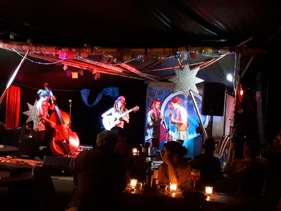 Nimbin, Australia: Dinner and music at Phoenix Rising