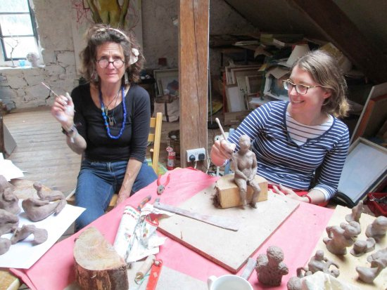 Megan Players Art Studio: Me feeling camera shy with a lovely participant at a life drawing/claying day