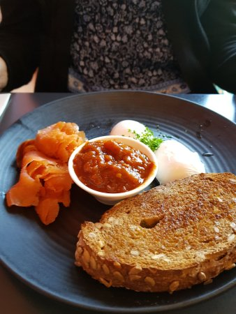 Bellerive, Australia: Poached eggs and smoked salmon