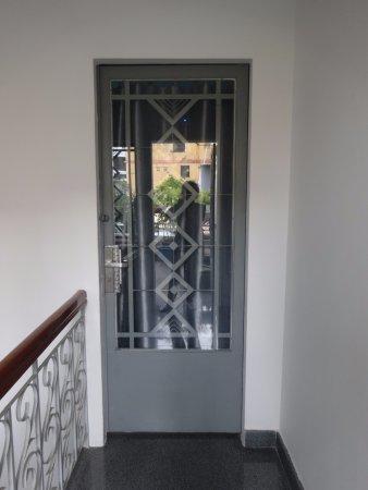 Long Hostel: Deur naar de kamer