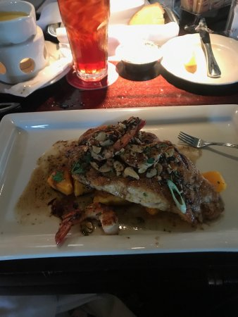 Pappadeaux Seafood Kitchen: Red snapper with butternut squash