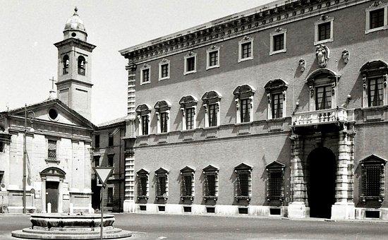 Palazzo Paulucci