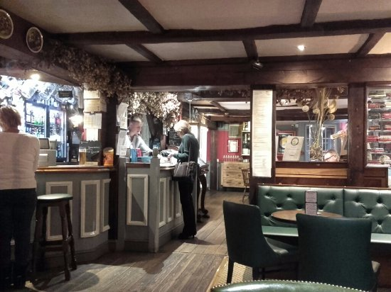 Pembury, UK: The Bar
