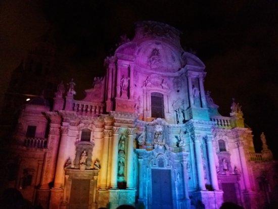 Cathedral de Santa Maria: Nuestra Catedral apoyando la diversidad!
