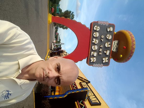 Dillon, Carolina del Sur: Bill Lewis of Vero Beach, Florida, at South of the Border in South Carolina.
