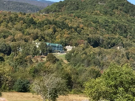 Eagle Mountain House & Golf Club: View of the hotel from a distance