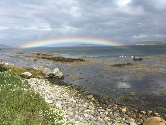 Isle of Jura, UK: Fantastic rainbow over Craighouse bay