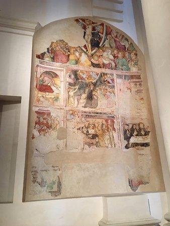 """Fano, Italy: Uno splendido polittico vicino ad altra opera interessante """"Madonna del Latte"""" (navata sinistra)"""