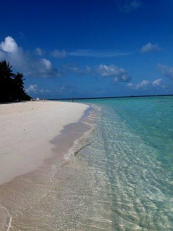 Biyadhoo Island Resort: mattinata alla spiaggia