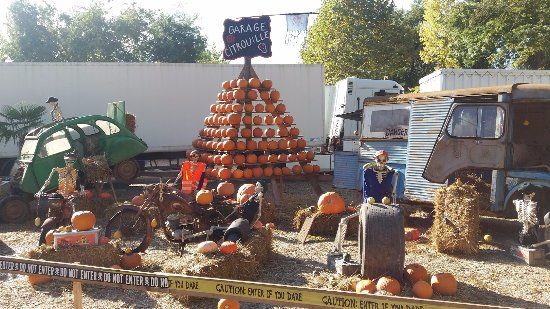 Saint-Martin-le-Beau, France: décor d'halloween