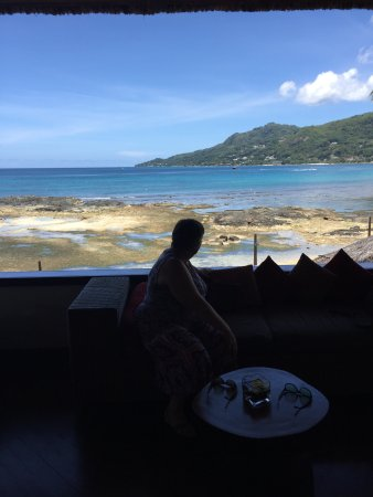 Le Meridien Fisherman's Cove: lunch in the bar area.