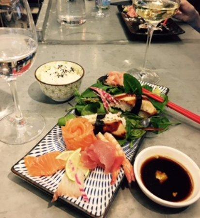 Wasabi: Sashimi med unagi + vitt vin (Jacobs Creek) Gott!