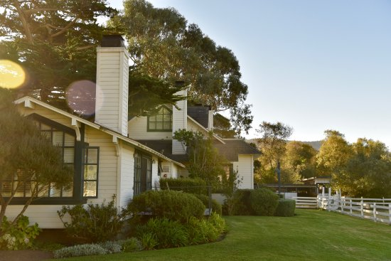 Homestead Inn: Mission Ranch, 5 minute drive away for breakfast...