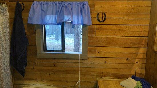 Angler's White River Resort: Rustic bathroom