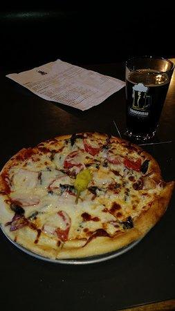 Thunderhead Brewing Company: Thunderhead pizza, fresh toppings, wonderful.